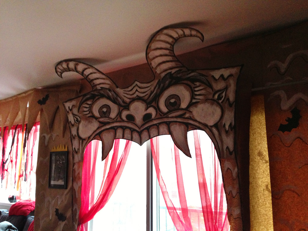 Devil head from the Cabaret de L'Enfer, as seen in the daytime before the Halloween party