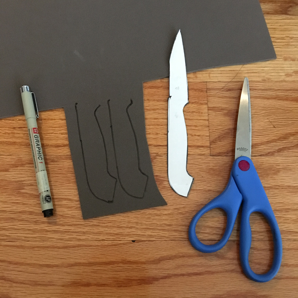 Ghostly knife decorations for Halloween