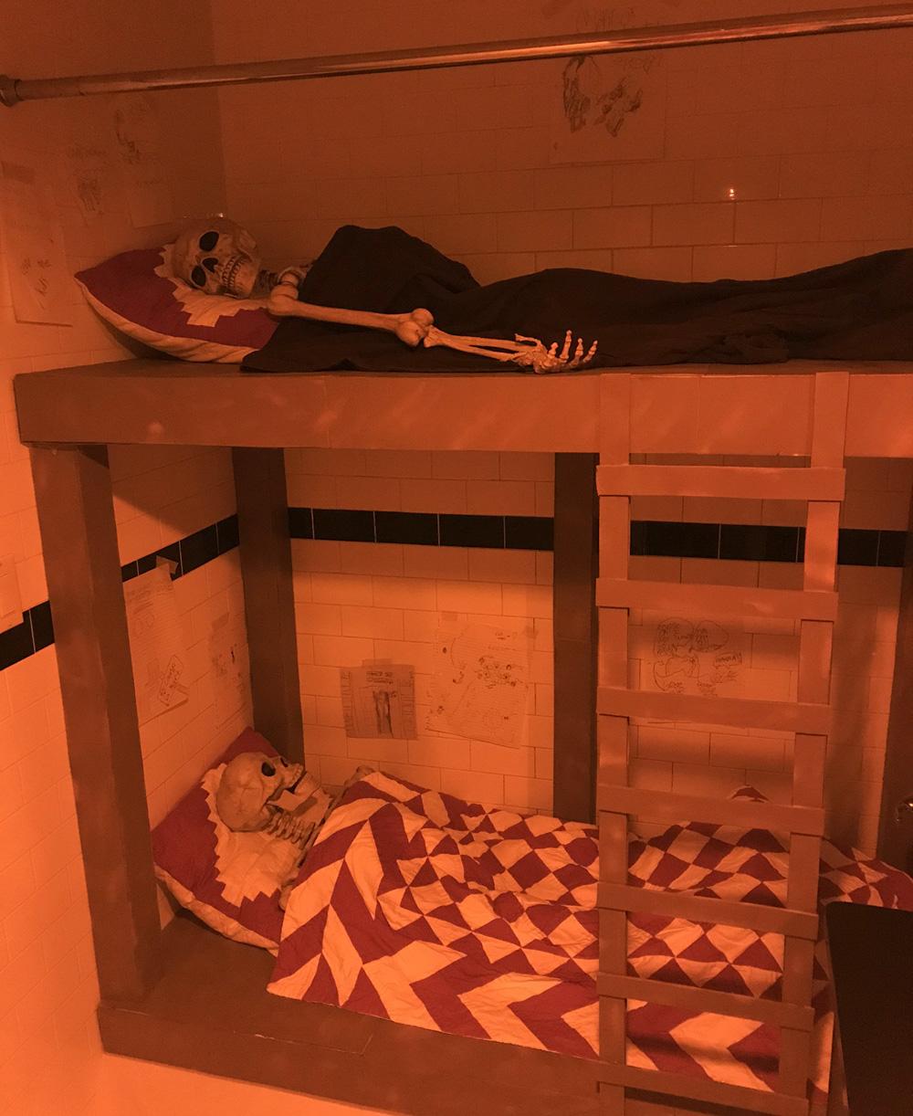 Skeleton bunk beds prop - done!